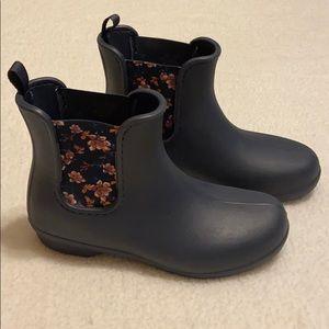 Crocs ankle blue floral dual comfort rain boots 7